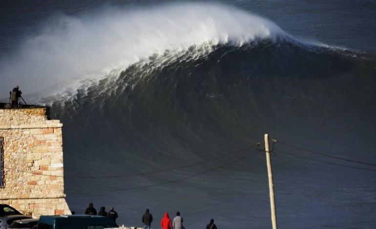 as-ondas-gigantes-da-nazare-numa-nova-exposicao-de-fotografia-7922