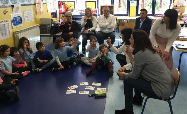 criancas-aprendem-lingua-gestual-e-braille-a-brincar-10072