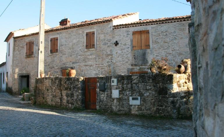 calcario-e-mote-para-projecto-turistico-na-aldeia-da-granja