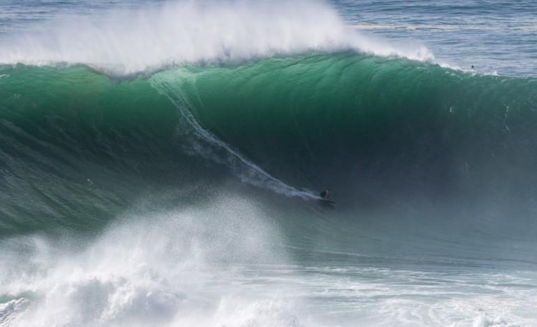 a-mais-perigosa-onda-do-planeta-fez-do-surf-um-desporto-colectivo-7809