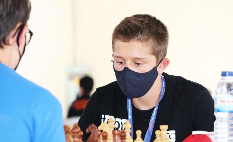 rodrigo-basilio-sagra-se-campeao-nacional-de-xadrez-em-sub-14