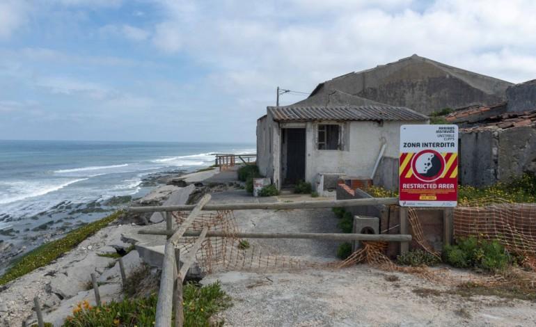 praias-da-regiao-estao-a-encolher-as-barragens-sao-o-principal-culpado-10494