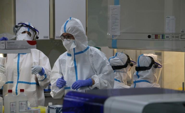 laboratorio-do-hospital-de-leiria-vai-fazer-3000-testes-a-funcionarios-de-lares-da-regiao
