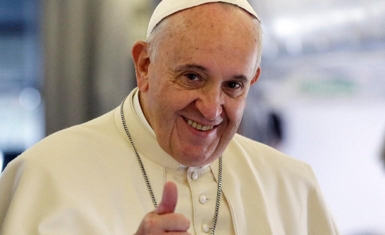 papa-aterra-em-monte-real-as-1620-horas-do-dia-12-de-maio-6130