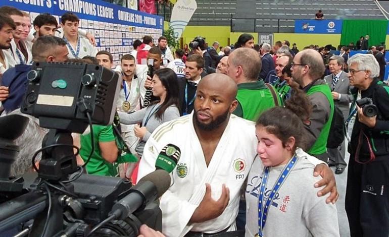oferta-de-medalha-a-jovem-marinhense-vale-premio-etica-no-desporto-a-judoca-jorge-fonseca