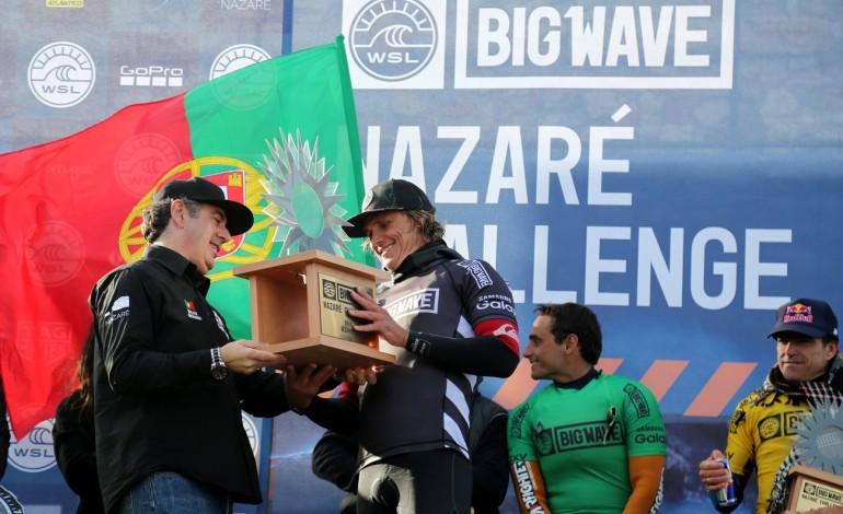 num-mar-de-ondas-grandes-jamie-mitchell-venceu-o-nazare-challenge-5605