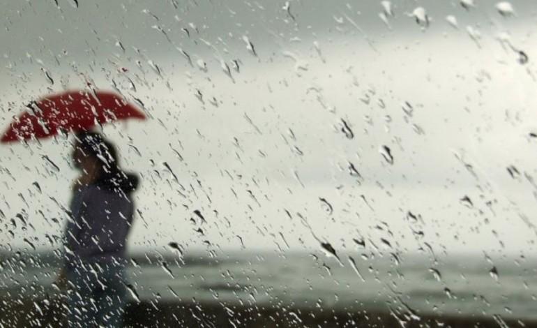 chuva-e-vento-levam-proteccao-civil-a-divulgar-conselhos-para-esta-segunda-feira