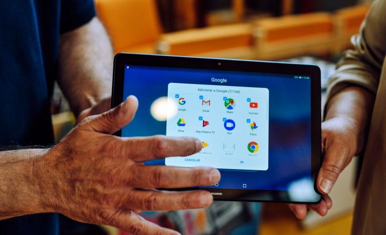 caldas-distribui-tablets-computadores-e-acesso-a-internet-a-alunos