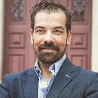 António Filipe Chambel , assistente social e director do curso com Planos Próprios de Educação Social  da  Escola M. José Galamba de Oliveira