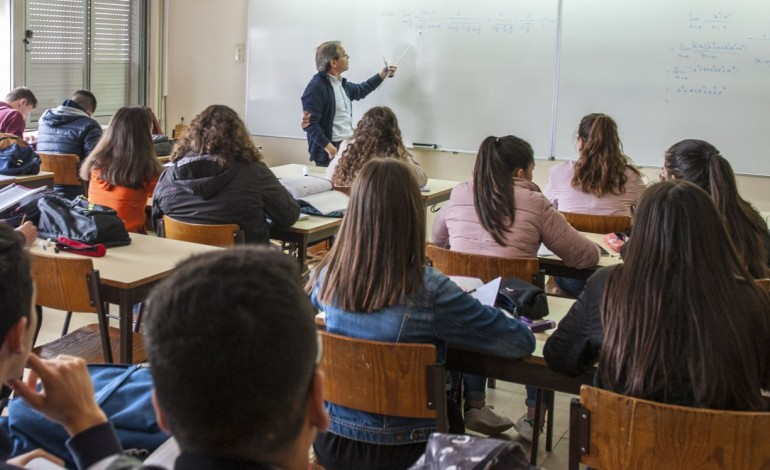 professores-cansados-e-desmotivados-arrastam-se-para-as-salas-de-aula-10382