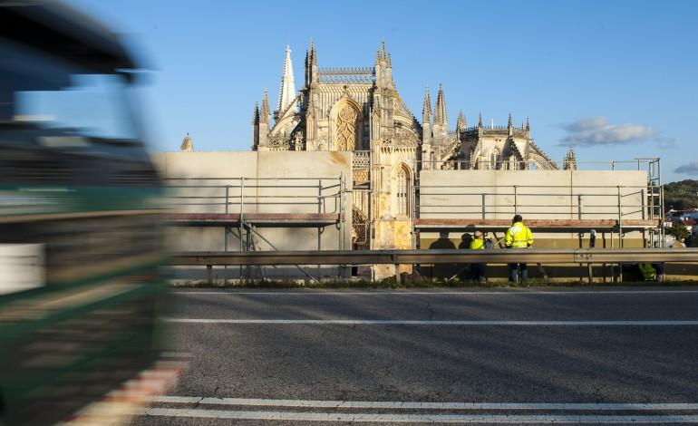 barreiras-de-proteccao-ao-mosteiro-da-batalha-geram-polemica-7936