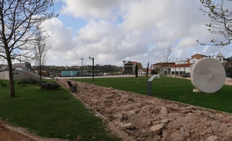 inertes-ganham-nova-vida-no-arranjo-de-pavimentos-do-parque-de-porto-de-mos