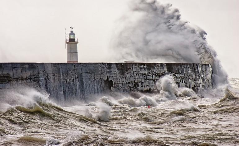 toda-a-costa-portuguesa-sob-aviso-amarelo-devido-a-agitacao-maritima