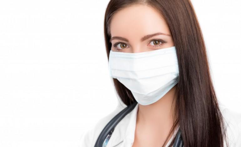 voluntarios-pagam-tecidos-e-cosem-batas-para-hospital-das-caldas-da-rainha