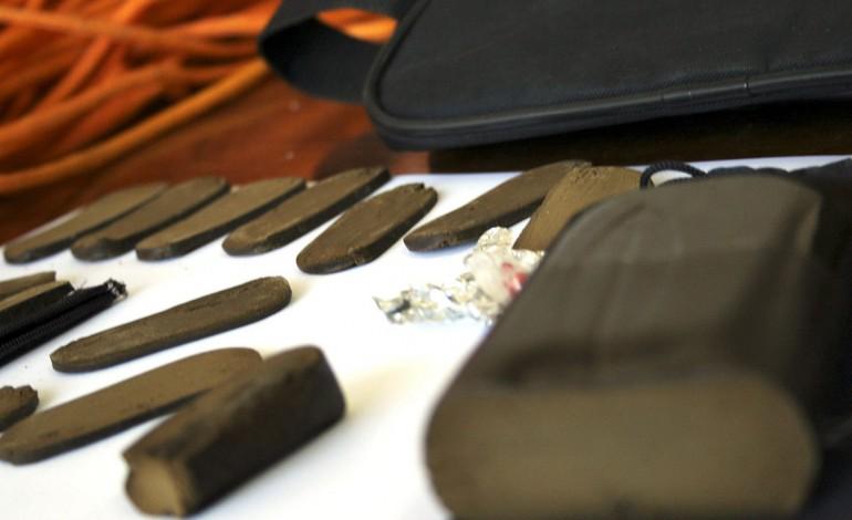 homem-condenado-a-cinco-anos-de-prisao-suspensa-por-traficar-dez-quilos-de-haxixe-2532