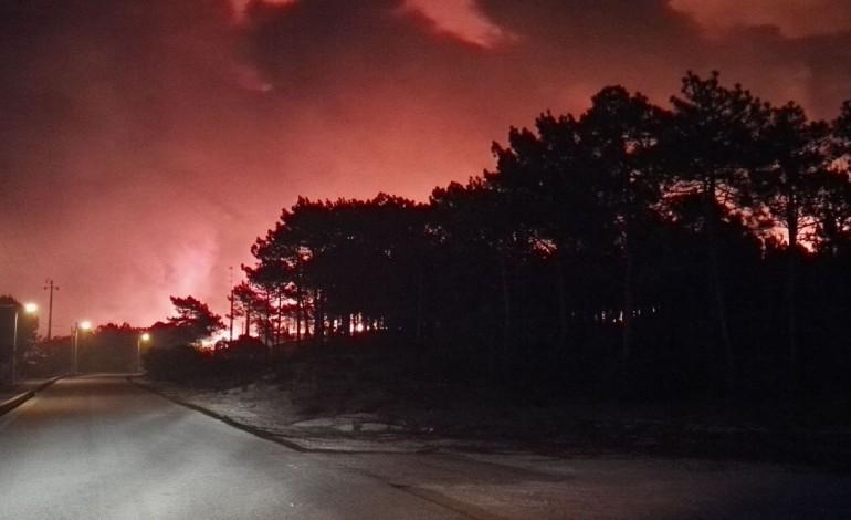 ultima-hora-ordenada-a-evacuacao-do-parque-de-campismo-da-praia-do-pedrogao-7339