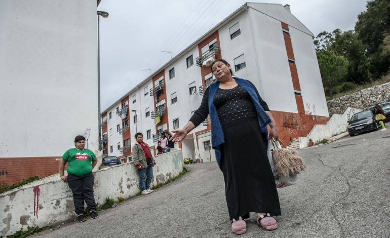 ciganos-de-alcobaca-reclamam-de-bairro-que-se-tornou-num-gueto-9989
