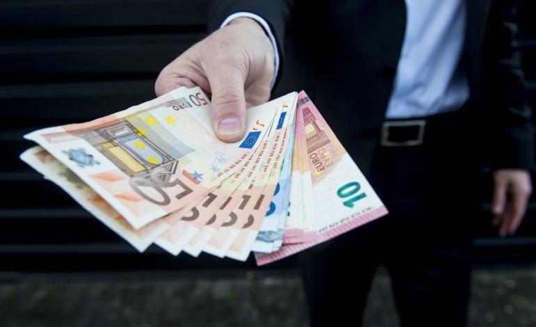 economia-esta-a-criar-empregos-mas-salarios-continuam-estagnados-10157