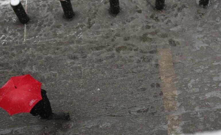 distrito-de-leiria-esta-sob-aviso-amarelo-para-chuva-trovoada-e-granizo-7047