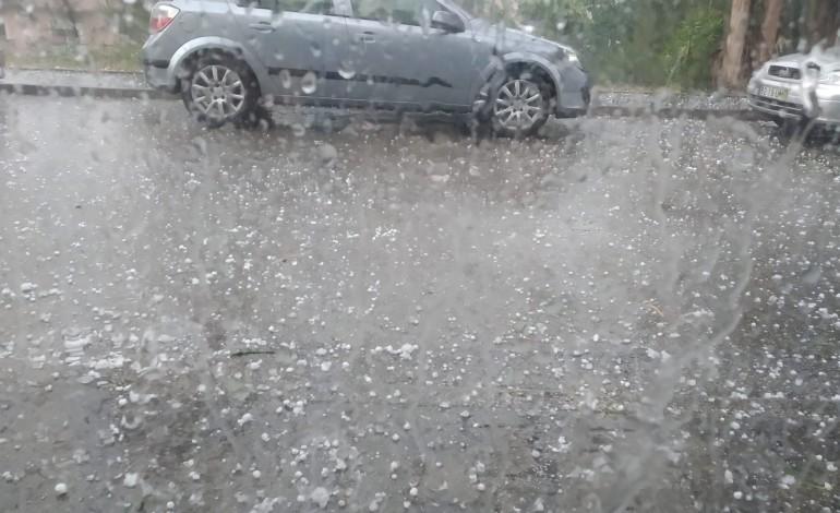 video-mostra-chuvada-e-granizo-em-leiria-depois-de-um-dia-de-calor-e-com-incendio