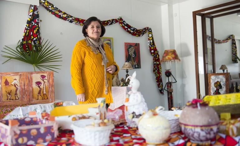 Fátima Mendonça, que vive no bairro desde o início, está ligada ao atelier de arte do projecto Viver Melhor