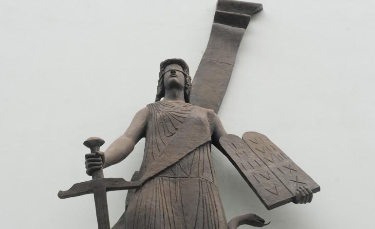 juiza-de-leiria-ja-nao-tem-em-maos-casos-que-envolvam-colegios-4758
