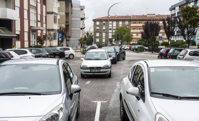 zonas-residenciais-transformadas-em-parques-de-estacionamento-5368