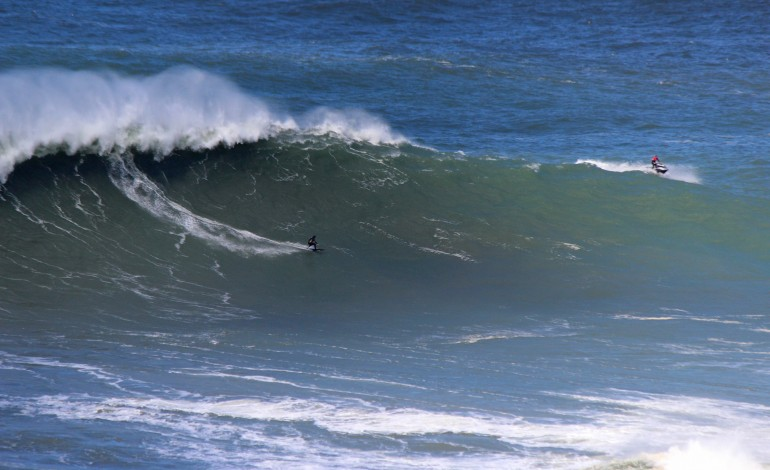 swell-fora-de-epoca-levou-surfistas-a-praia-do-norte-3718