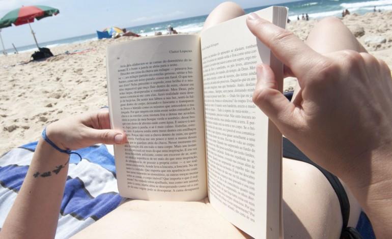 e-verao-e-esta-na-hora-de-meter-as-leituras-de-praia-em-dia-8960