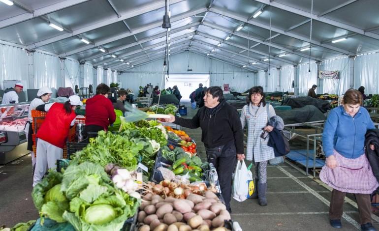 um-mercado-em-tendas-ha-dez-anos-e-um-centro-de-saude-provisorio-ha-mais-de-30-8065