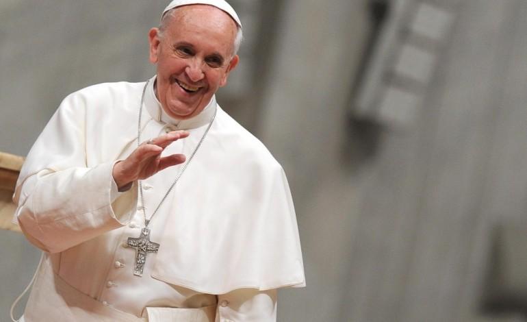 alunos-dos-colegios-catolicos-de-fatima-acolhem-papa-francisco-na-capelinha-das-aparicoes-6379