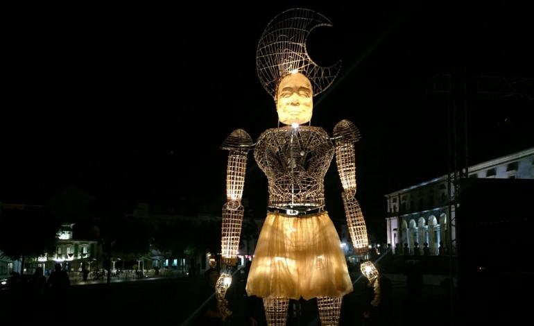 veja-o-video-lumen-conta-historia-de-amor-em-alcobaca-com-marionetas-de-5-metros-de-altura-6906
