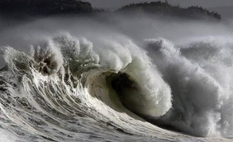 aviso-laranja-ondas-podem-atingir-os-dez-metros