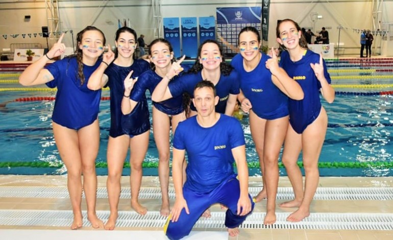 Meninas festejaram subida de divisão com o treinador Pedro Lopes