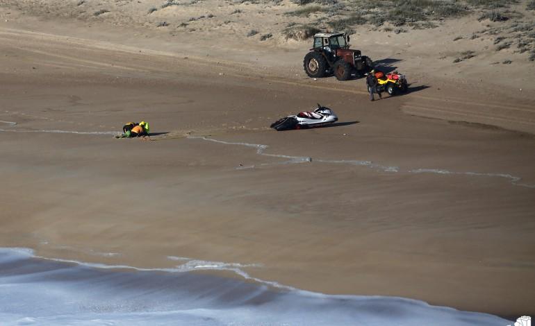 nas-ondas-da-praia-do-norte-as-equipas-de-seguranca-tambem-sao-gigantes-6275
