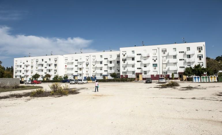 aprovado-projecto-para-reabilitar-exterior-do-bairro-sa-carneiro-4796