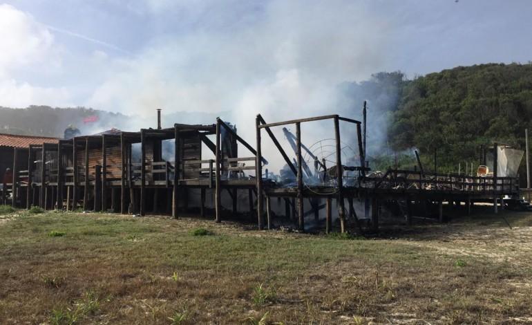 old-beach-foi-destruido-pelo-fogo-10576