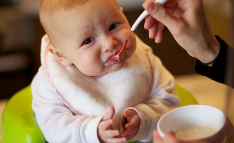 tecnica-poe-bebes-a-comer-solidos-desde-os-seis-meses-2454