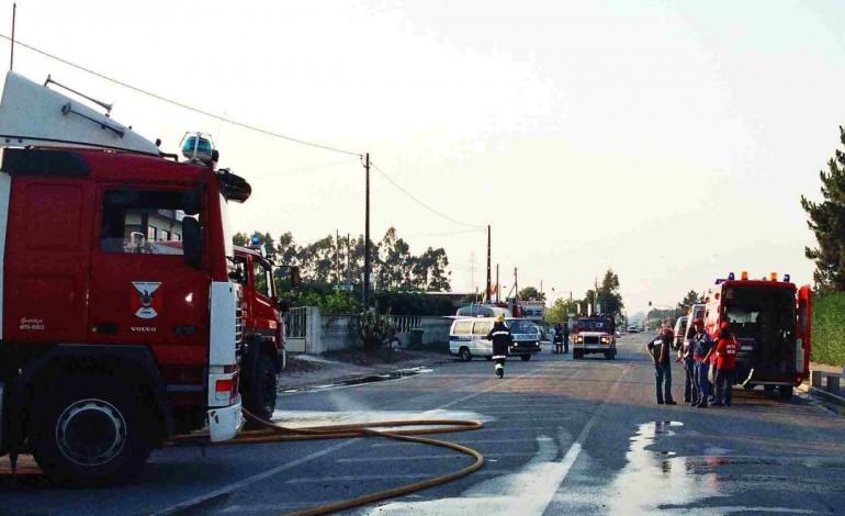 incendio-industrial-destruiu-dez-viaturas-e-armazens-na-ortigosa-6916