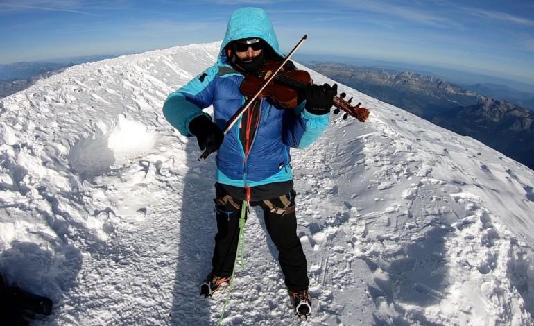 nuno-santos-tocou-violino-no-cume-da-montanha-mais-alta-da-europa-ocidental-10570