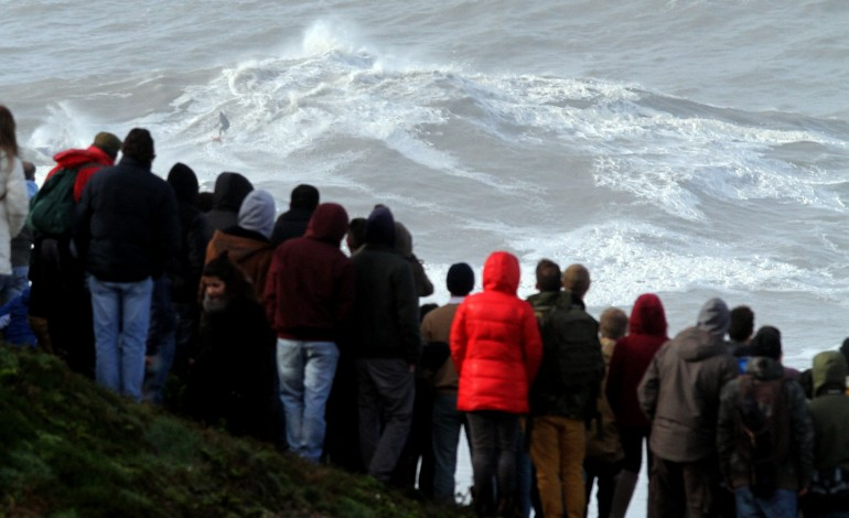 ondas-enormes-de-regresso-a-nazare-a-partir-de-domingo