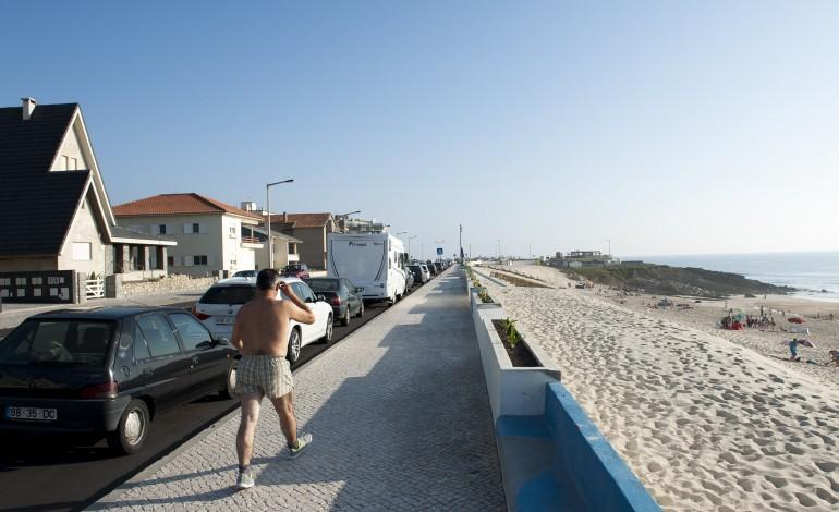 abastecimento-de-agua-na-praia-do-pedogao-com-perturbacoes-5278