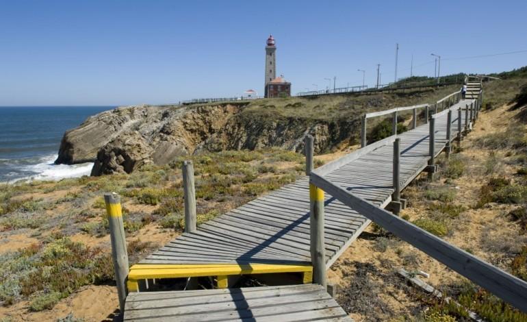autoridades-procuram-homem-que-caiu-ao-mar-em-sao-pedro-de-moel
