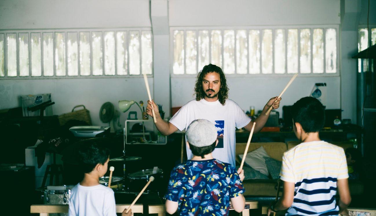 Pedro Marques dá Oficina de Percussão (Foto: Vera Marmelo)