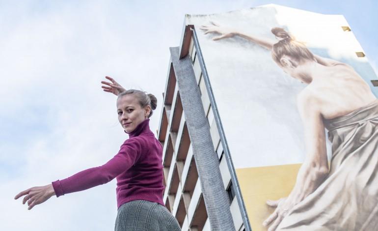 Inesa foi a modelo para este mural de arte pública