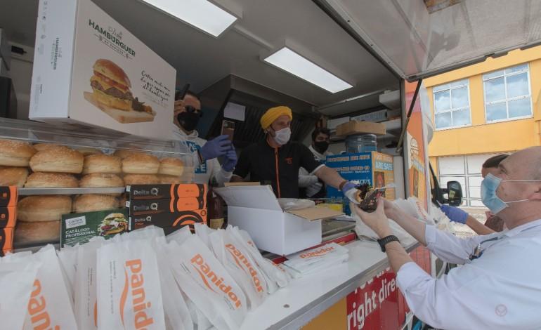 chef-chakall-cozinha-hamburgueres-para-os-profissionais-do-hospital-de-leiria