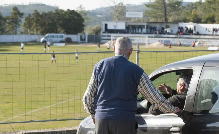 A emoção do futebol no conforto do carro.