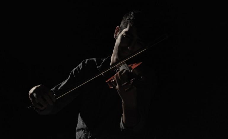 alunos-das-classes-de-guitarra-e-violino-da-filarmonica-das-chas-mostram-se-na-emc2
