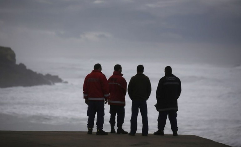 bombeiros-do-distrito-de-leiria-ajudam-coimbra-a-resolver-inundacoes