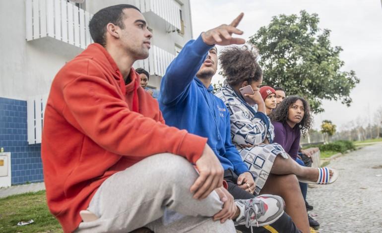 Jovens do bairro reclamam um espaço onde possam conviver